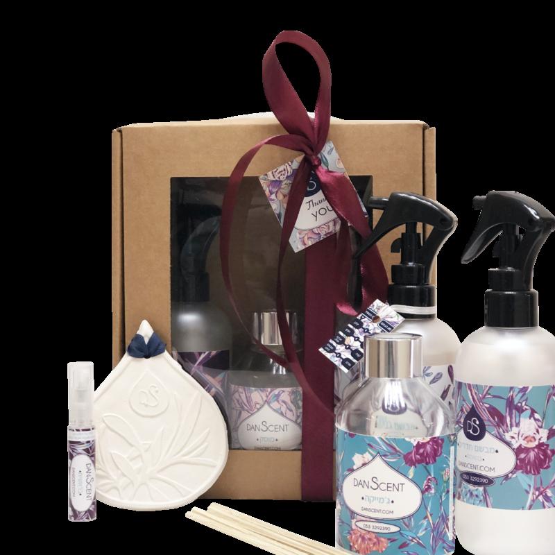 מארז מתנה מבשם כביסה 250 מבשם חדרים 250 מפיץ ריח מקלות 150 מל מפיץ קרמיקה ו6 מל תמצית ריח בחוץ